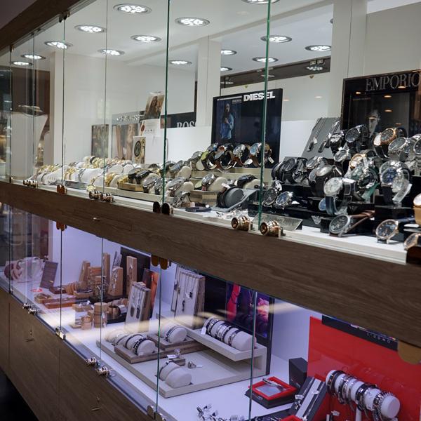 Shopping de Nivelles bijouterie Livis Laforge Interieur Montre